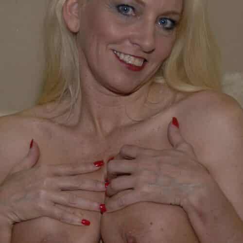 Qui aime les gros seins ?